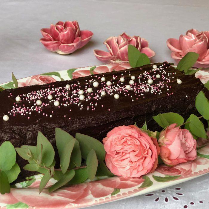 Chocolate&Roses-Schokoladenkuchen-Rosengeschirr