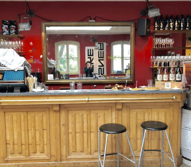 VON&ZU Tagescafe Weinbar Tralala bar front