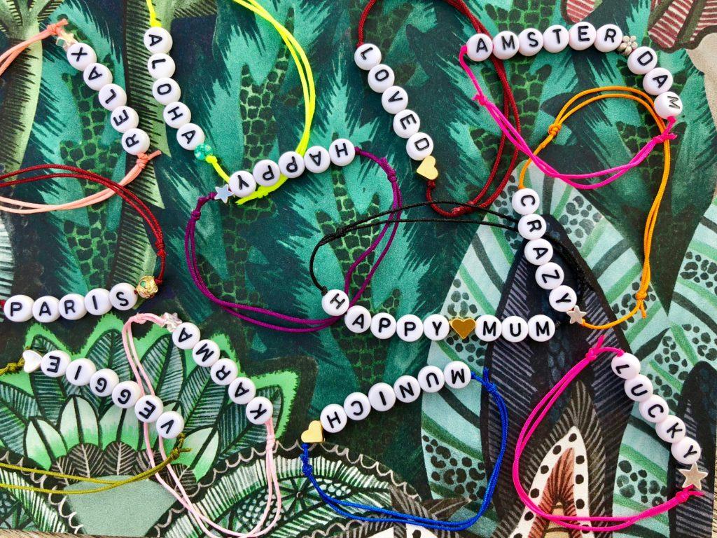 Name it! Bracelets with a message by quatre fleurs