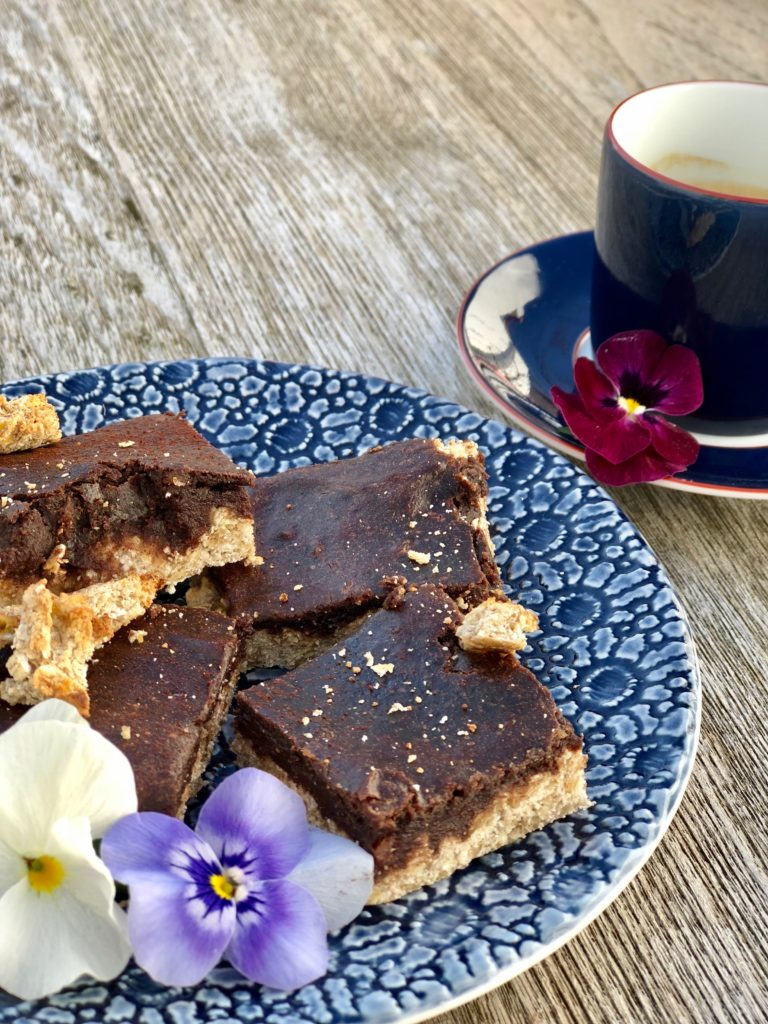 VeganChocolate&Banana bar dark blue plate and espresso
