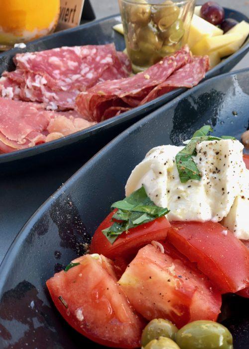 Mezzanotte ~ italian winebar in Munich aperitivo with burrata and ham