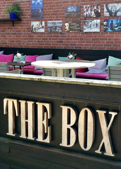 Hamburg ~ culinary delights & fancy spots The Box logo and seating outside