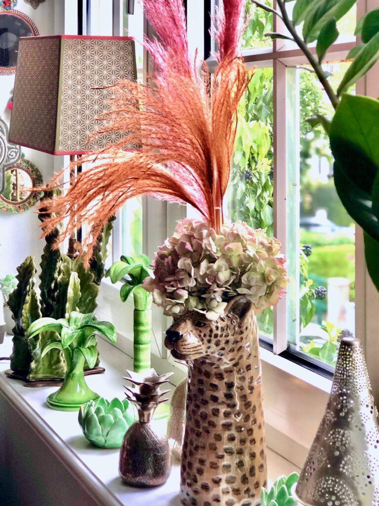 Passionately-living-with-flowers-plants_junglelife-windowsetup